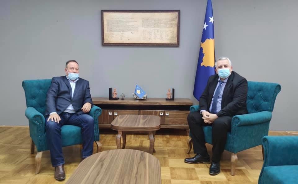 Ministri Veliu priti në takim Kryetarin e Komunës së Podujevës