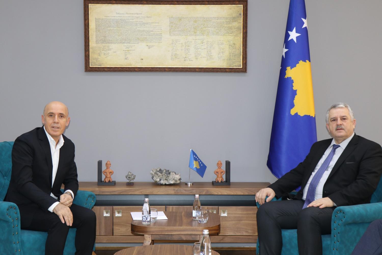 Ministri Veliu priti në takim Drejtorin e Bibliotekës Kombëtare të Republikës së Kosovës